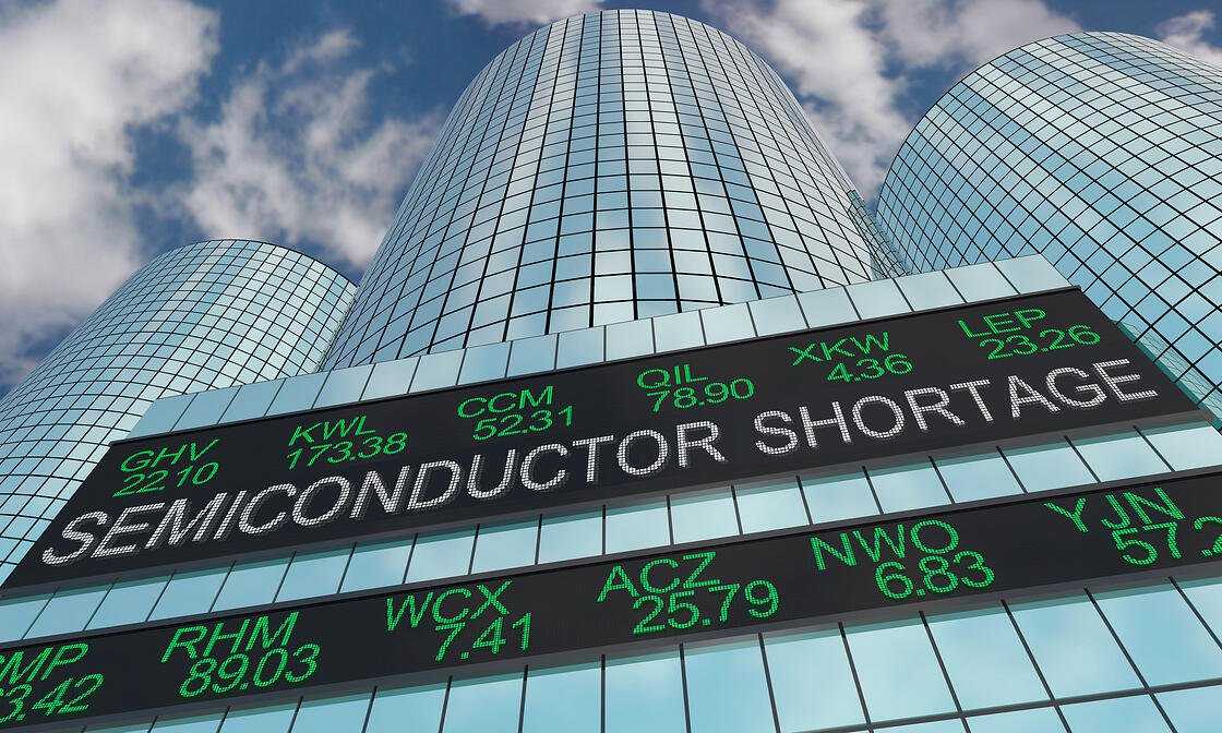 Semi-conductor news ticker about shortage affecting managed IT companies